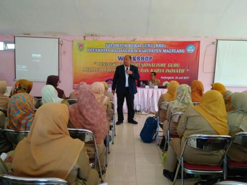 Dr. H. Hidayat, M.M., M.Pd sebagai narasumber pada workhsop di Magelang